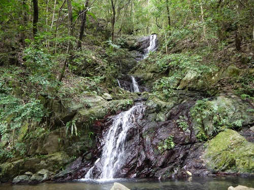 湯湾渓谷の滝