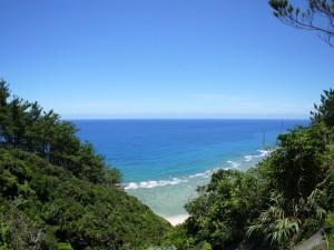 知名瀬への県道から東シナ海
