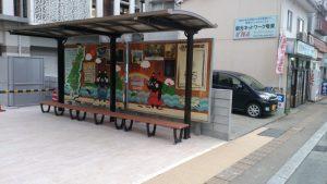 奄美市、新庁舎前バス停のベンチ